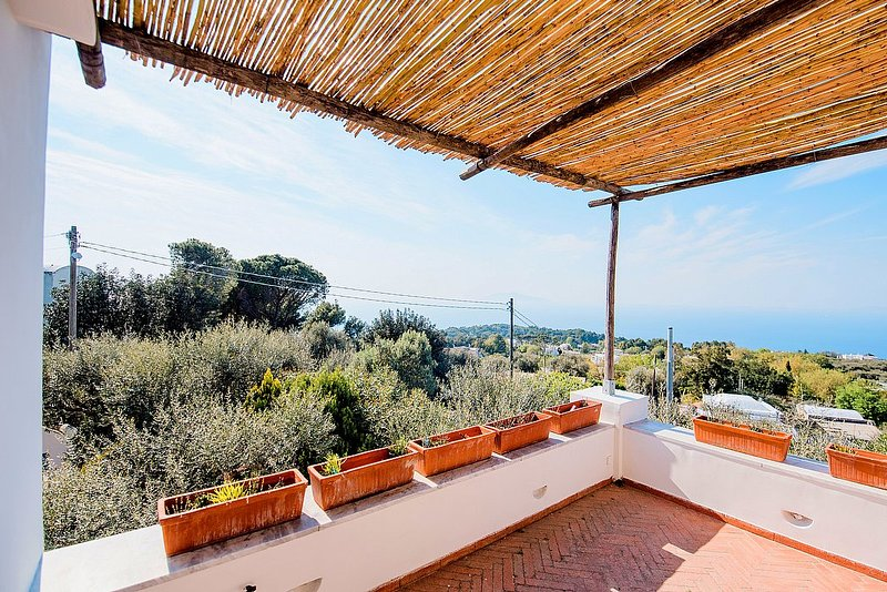 Anacapri Villa Sleeps 6 with WiFi - 5807175, alquiler vacacional en Anacapri