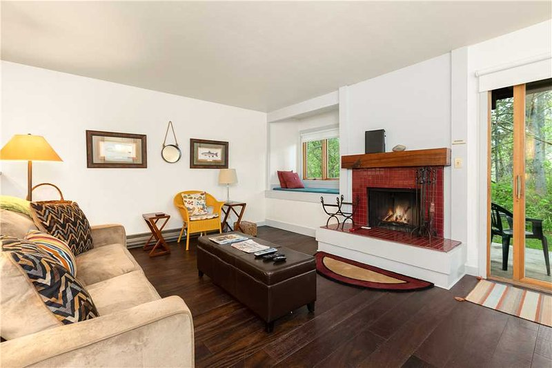 Hawthorne 214, vacation rental in Wilson