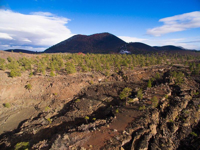 Sunset Crater Volcano National Park justo N. de la ciudad. 20 millas