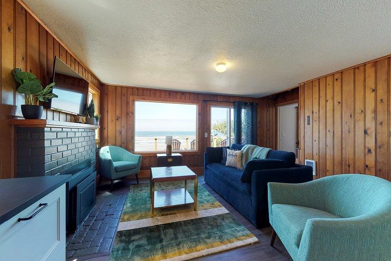 Renovated oceanfront home w/ path to the beach & deck - 2 dogs OK!, location de vacances à Waldport