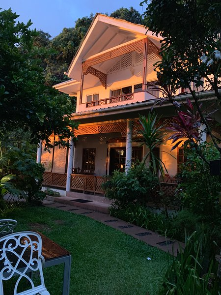 SunGlow Holiday Villa - The 'Beau Vallon family Jewel', Ferienwohnung in Bel Ombre