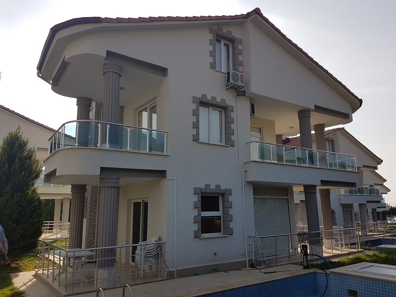 4 Bedroom Villa Near Sea in Akbuk, location de vacances à Akbuk