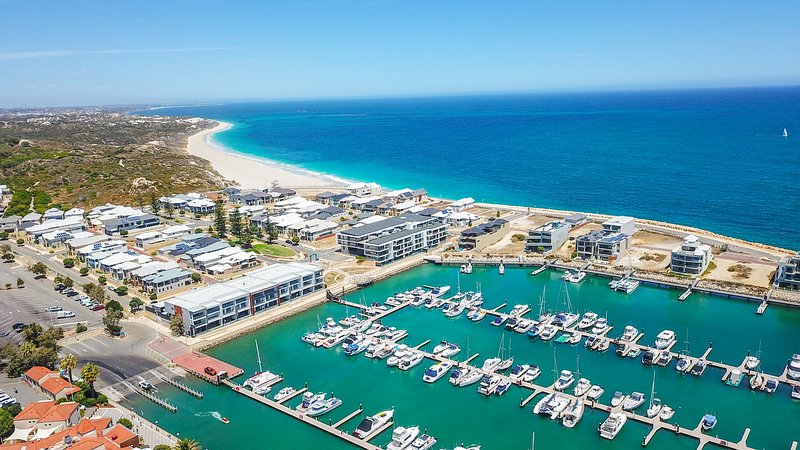 Vivid Blu:  Luxury Waterfront Promenade Retreat, holiday rental in Carramar