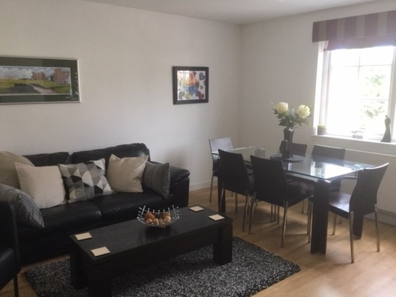 St Andrews modern flat 3 bed, vacation rental in St. Andrews