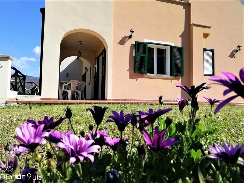 SPIT. LARGE APARTMENT AT ORCO FEGLINO, vacation rental in Rialto