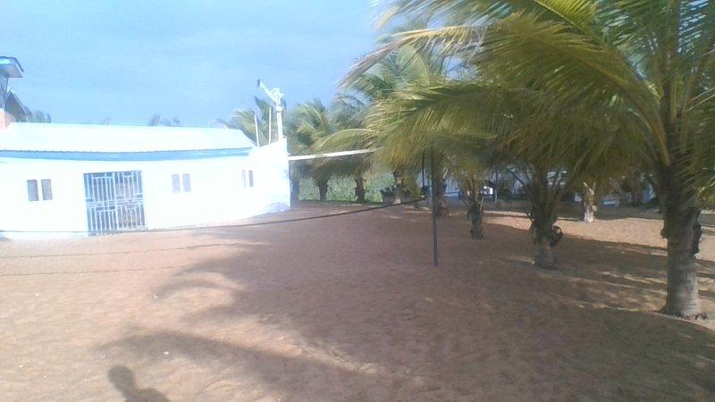 RESTAURANT, MINI BEACH AND BED WITH A VERY NATURAL ENVIRONMENT FOR RELAXATION, aluguéis de temporada em Sogakope
