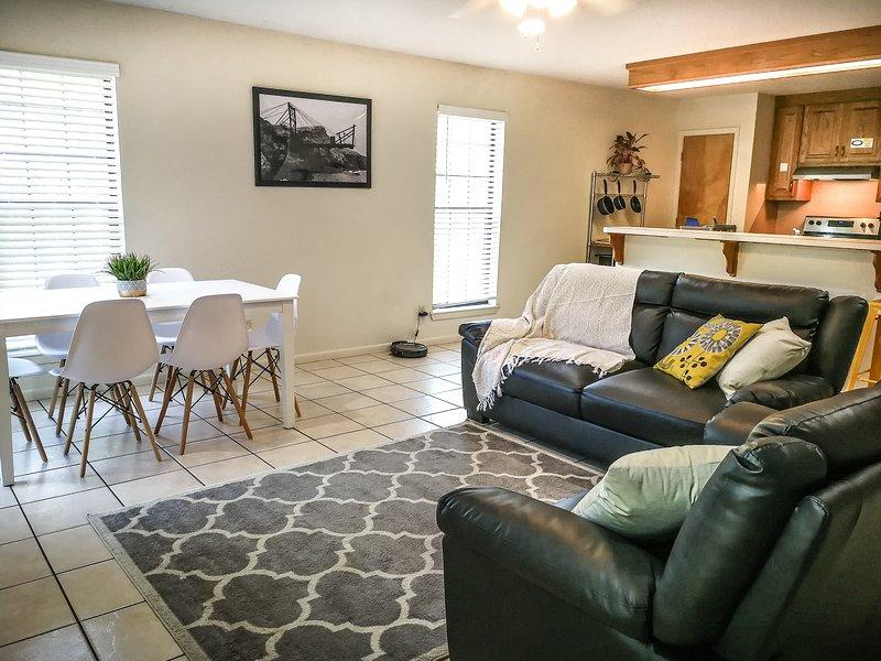 Cozy 3/3 Condos close to Baylor and Magnolia, holiday rental in Waco