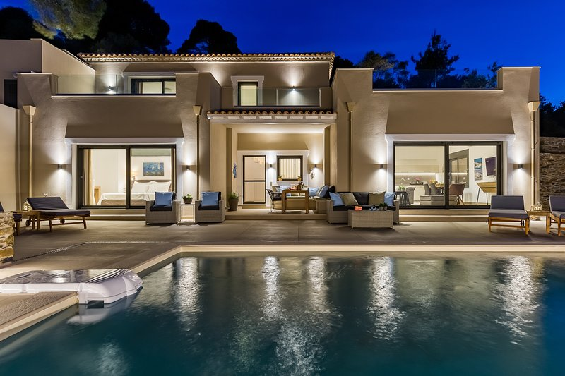Villa Politimi Skopelos Luxury Retreat, holiday rental in Stafylos