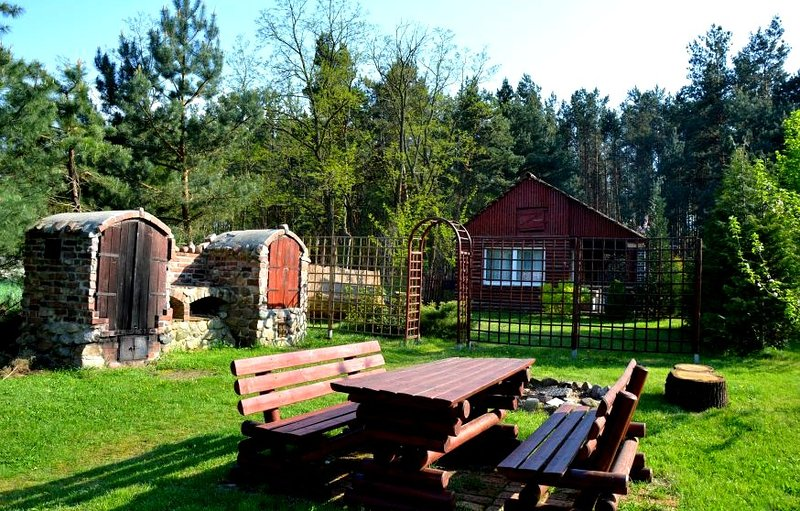 Farmstay with rustic character next to a forest, vacation rental in Chlebice