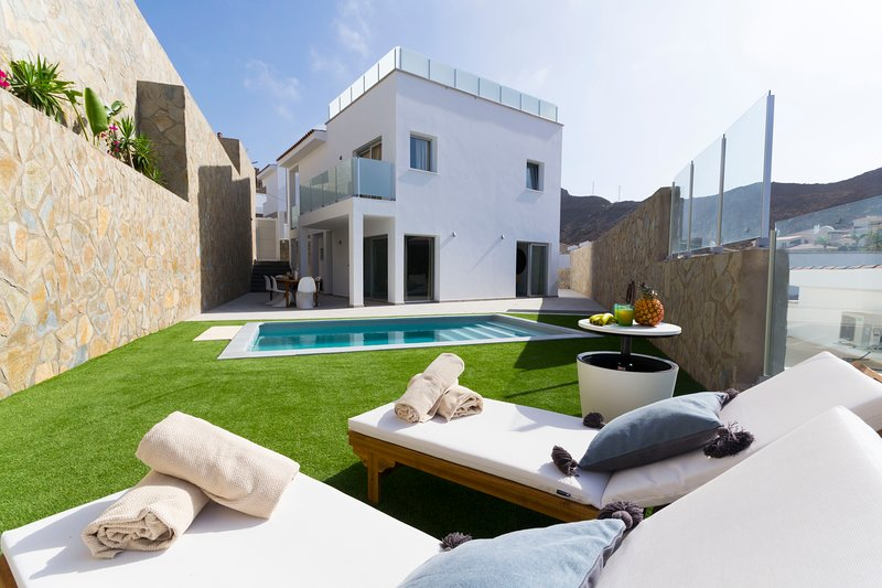 ROOFTOP SUNSET VILLA WITH PRIVATE POOL, vacation rental in La Playa de Tauro
