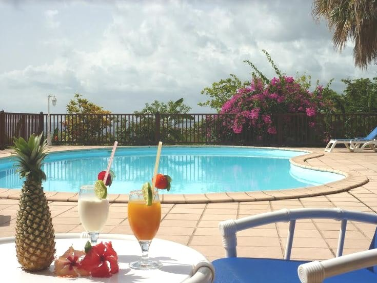Nice bungalow with shared pool, casa vacanza a Marigot