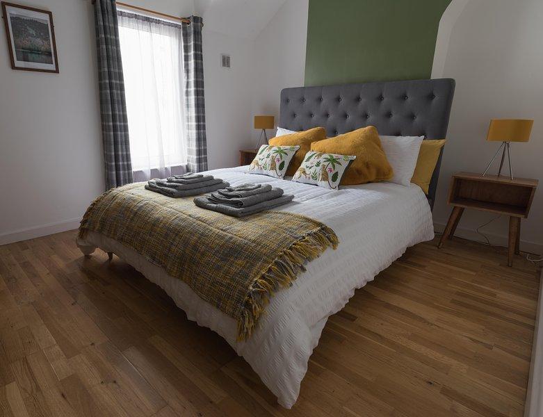 Madoc Brook Cottage, Conwy, dog friendly, holiday rental in Llechwedd