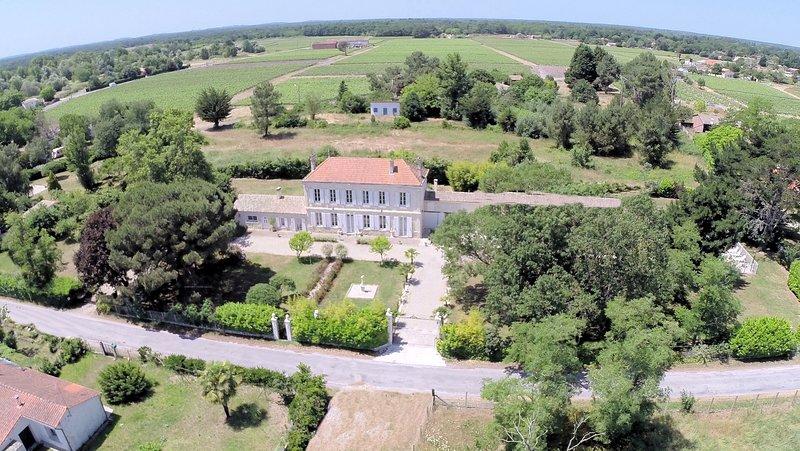 location de vacances 20 perso gite ou chambres d'hôtes 4 ETOILES, Label handicap, holiday rental in Prignac-En-Medoc