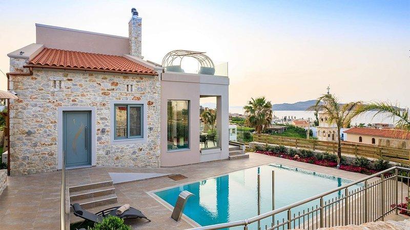 Kleanthi Luxury Villa, 400m From Stalos Sandy Beach Chania, location de vacances à Stalos