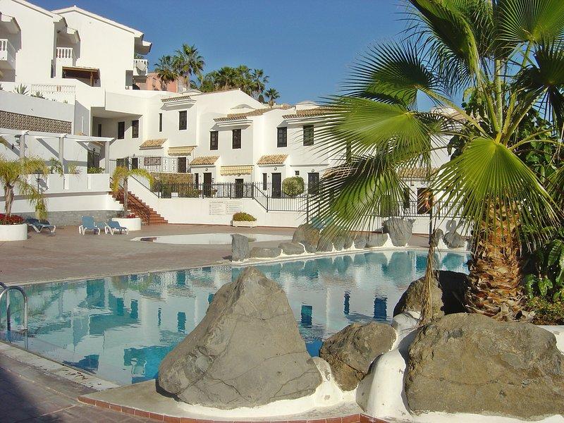 Casa La Isla 3 - privates Ferienhaus mit Pool in Teneriffas sonnigem Süden, holiday rental in Chayofa