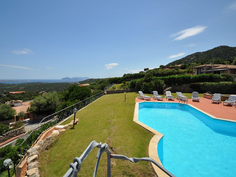 Pantogia Villa Sleeps 9 with Pool Air Con and WiFi - 5800662, holiday rental in Cala di Volpe