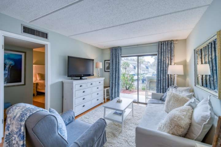 Ocean and Racquet -Fresh, updated Beach Condo -Awesome location in heart of St. – semesterbostad i Saint Augustine