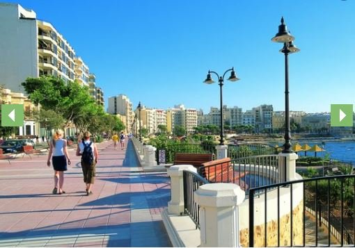 Promenade just 20seconds away from the apartment!