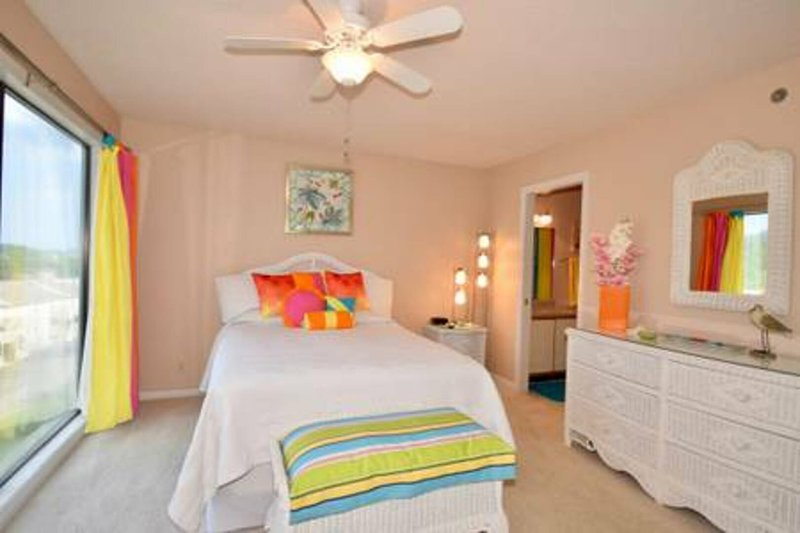 Indian Pointe 1021 - 2 Bedroom, 2 Bath Second Tier Condo, alquiler de vacaciones en Tuscumbia
