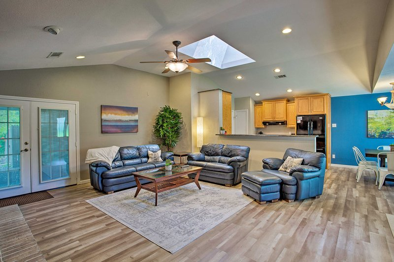 Traiga a su grupo de viaje de 8 personas para hospedarse en esta casa de alquiler vacacional en Richardson.
