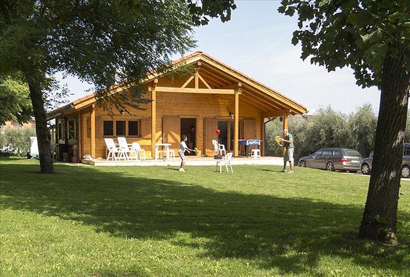 Villa Degli Ulivi, con grande Giardino e Piscina, holiday rental in Province of Teramo