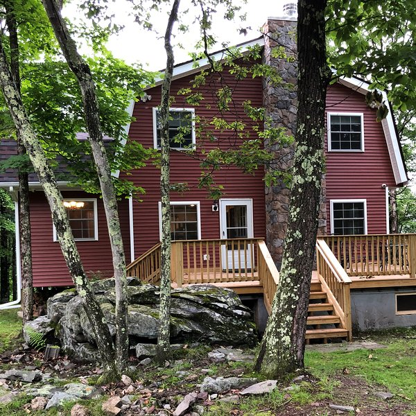 Masthope Vacation Retreat, Endless Mountain Views, holiday rental in Lackawaxen