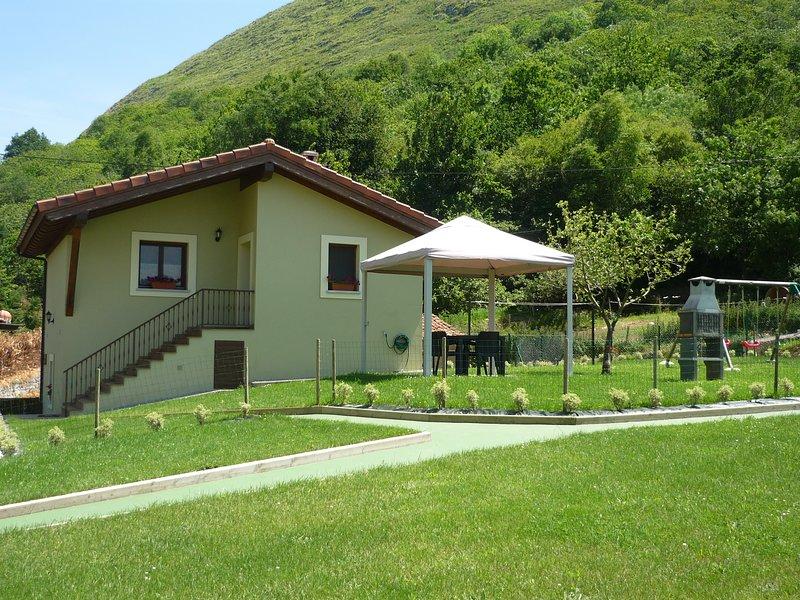 Casa El Campo Mateo, en Peruyes, Cangas de Onis, holiday rental in Cardes