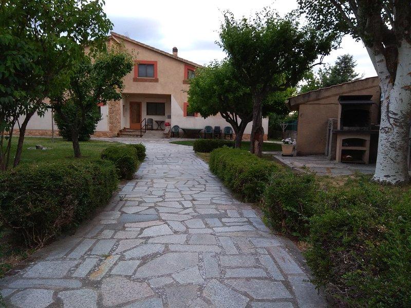 Casa Rural LAS TUYAS, de alquiler completo, hasta 8 pax, en Segovia, vacation rental in Rascafria