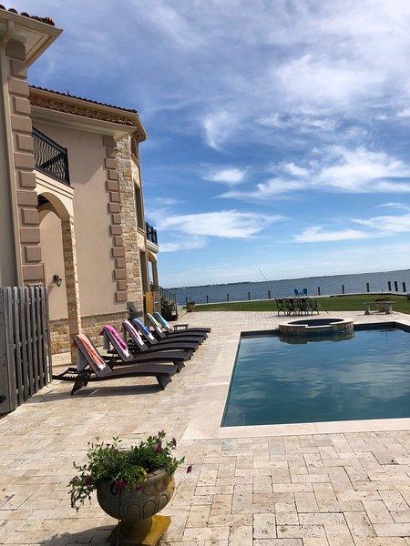 Hamptons Waterfront Romantic Guest Suites (2 available, pricing is per suite), location de vacances à Mastic Beach
