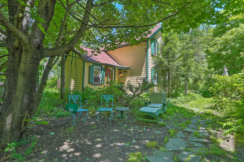 Sweet Fairytale Cottage' in Roscoe w/ Yard!, casa vacanza a Rockland