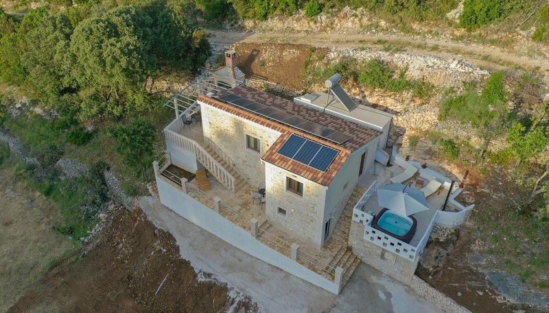 Ducac Holiday Home Sleeps 5 with Air Con - 5807306, vacation rental in Pucisca