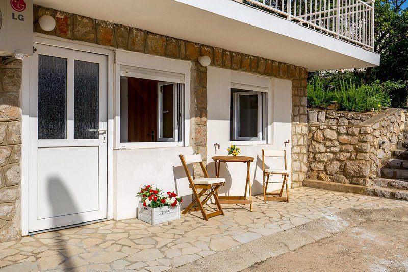 Klenovica Apartment Sleeps 4 with Air Con - 5807286, vacation rental in Klenovica