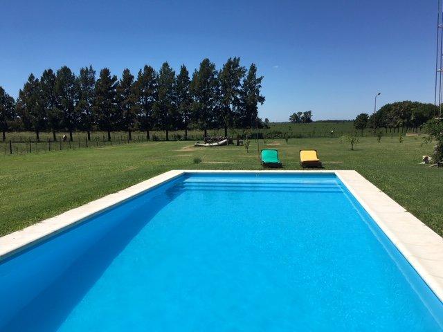 Dos habitaciones con baño privado en hospedaje de campo, location de vacances à Campana