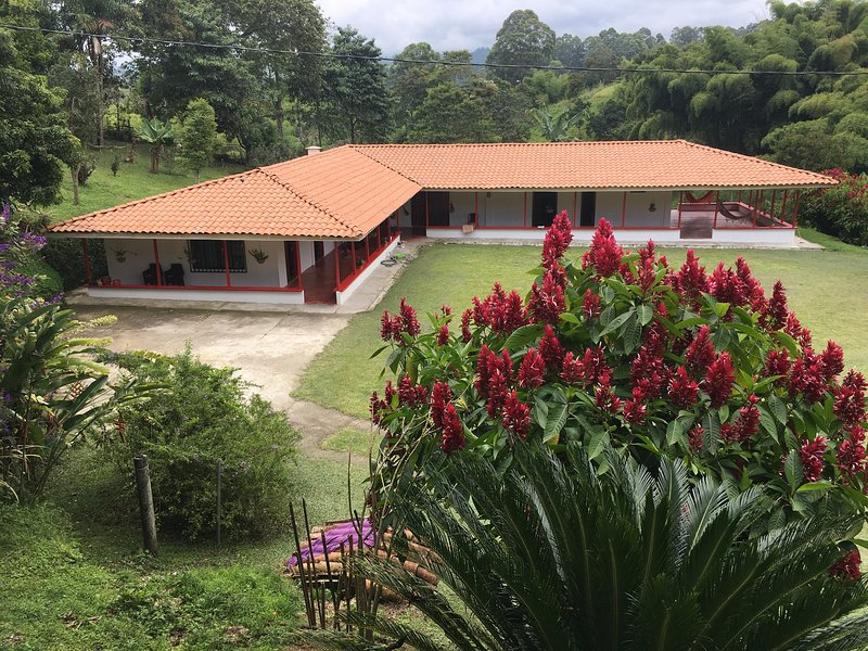 """Villa Cristina """"casa boutique""""-Alojamiento campestre, holiday rental in Alcala"""