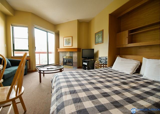 Great Value Village Condo, Close to Everything, Hot Tub Access, Free Parking, holiday rental in Whistler