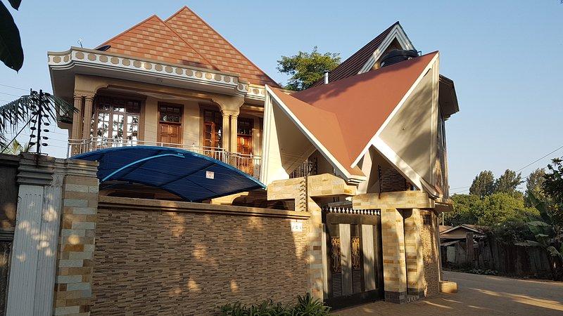 Staajabu Bed & Breakfast, and Apartment Home., location de vacances à Région d'Arusha