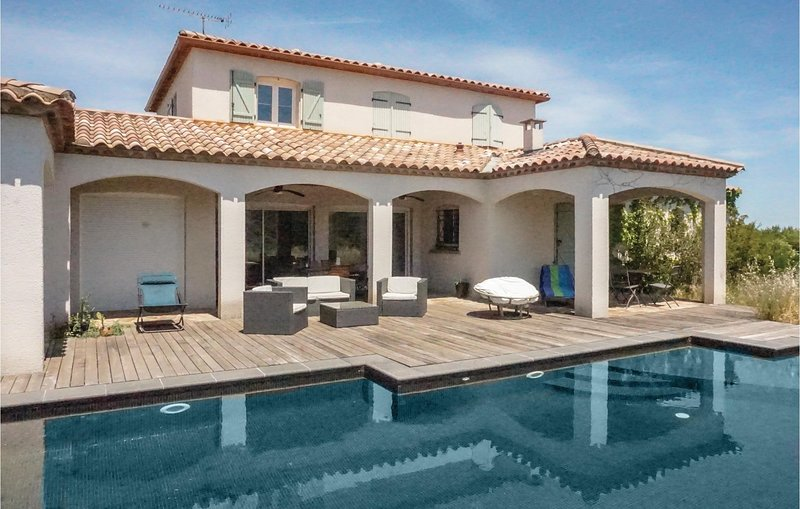 Amazing home in Prades-sur-Vernazobre with Outdoor swimming pool, WiFi and Outdo, holiday rental in Cebazan
