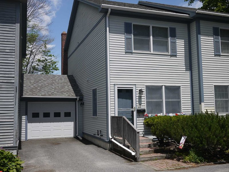 Cottage Street Townhouse - in the heart of Bar Harbor, alquiler de vacaciones en Bar Harbor