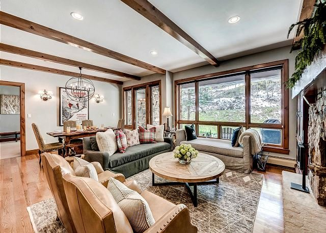 Gorgeous, True Ski-in/out Condo in Bear Paw Lodge with On-Site Pool & Hot Tub, location de vacances à Avon