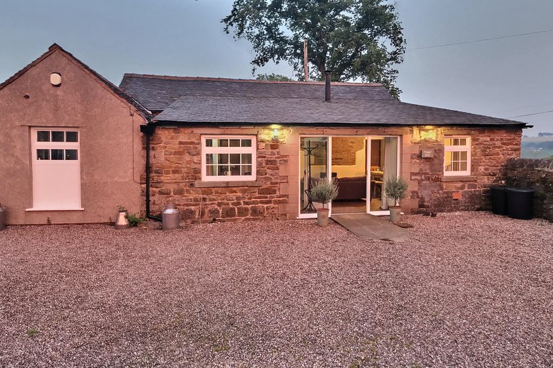 Foggs' Barn, Fenns farm accommodation, Peak District, Manifold Valley, vacation rental in Wetton