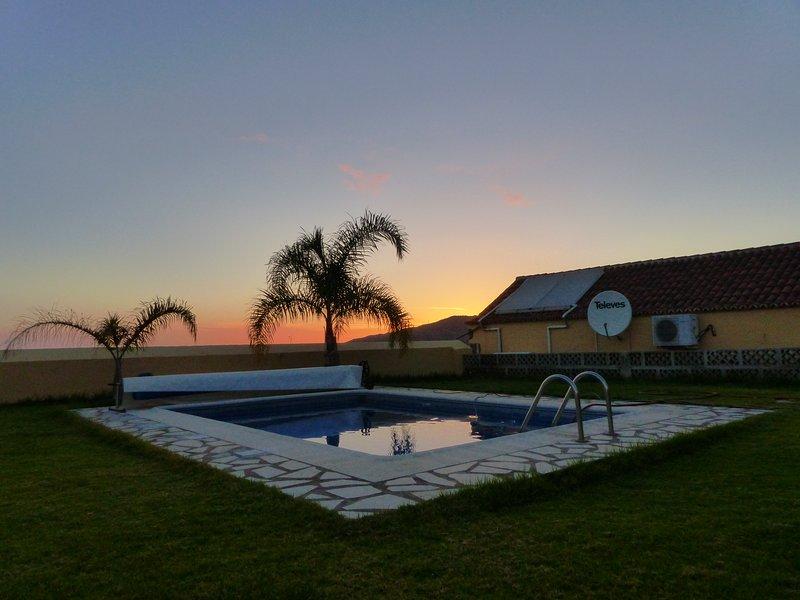 Estupenda casa rural con jardín y piscina privada entre plataneras., alquiler de vacaciones en La Palma