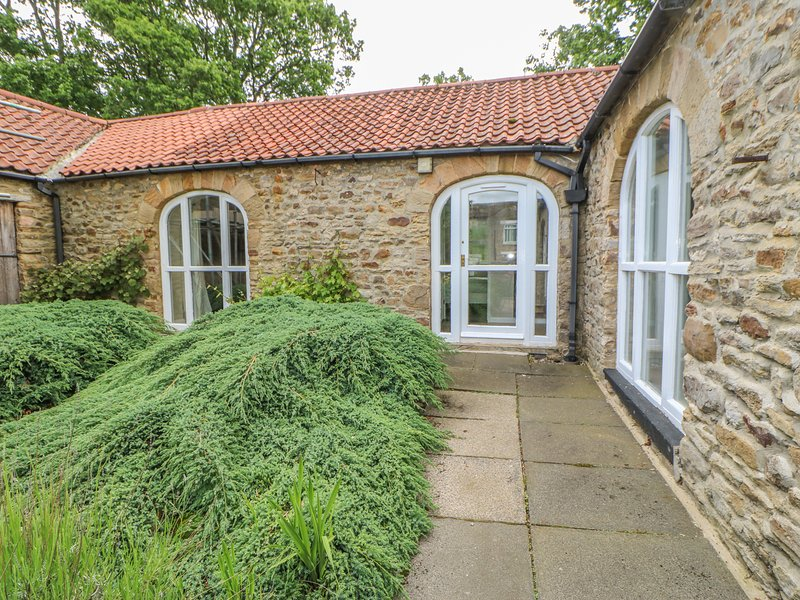 WITTON VIEW COTTAGE, 17th century stone cow byre, WiFi, River Wear 5 mins walk, holiday rental in Ramshaw