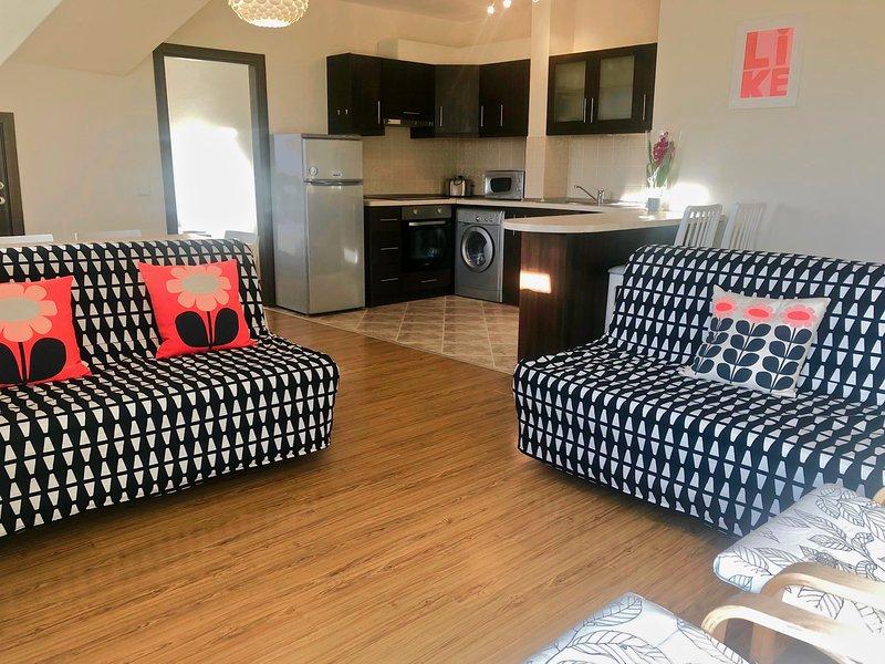 Woodland Wonderland - spacious & modern 3 bedroom apartment with amazing views, holiday rental in Dolna Banya