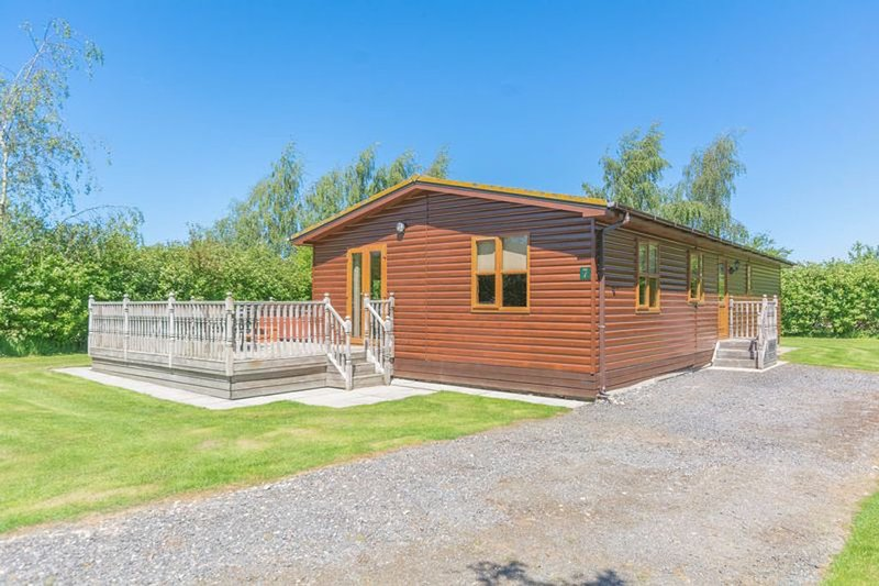 3 bedroom south facing lodge near York sleeps 6 with private hot tub.