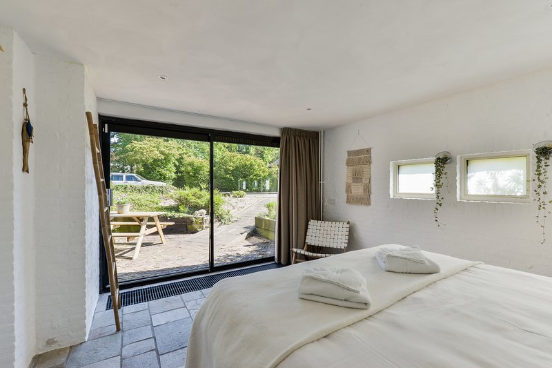 Thinium Suite, (close to the beach), holiday rental in Bloemendaal