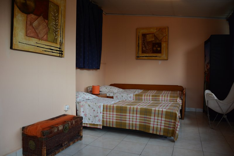 Cosy place next to tram and metro, holiday rental in Nea Smirni