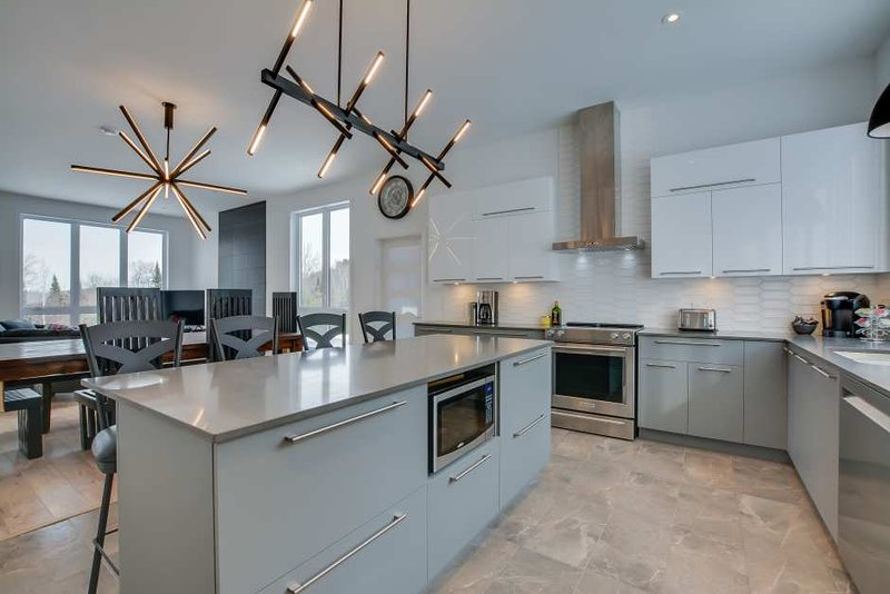 Newly Built Mont Tremblant. Home! Modern and Gorgeous!! Private Hot Tub, vacation rental in Riviere-Rouge