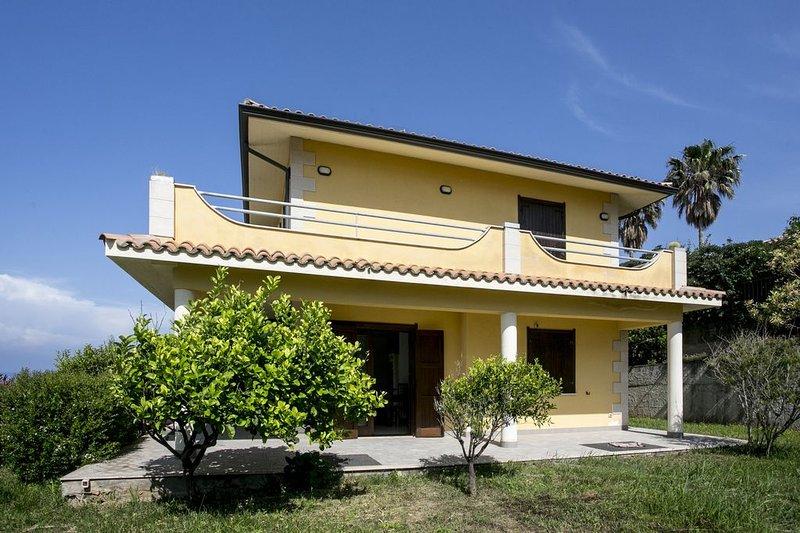 Villa Giulia con incantevole panorama su stromboli, tropea  e lamezia terme, casa vacanza a Vibo Valentia