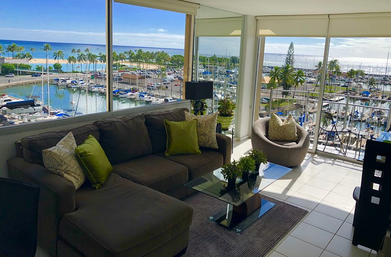 Ilikai Marina 780 Ocean Front Corner 2 X the View!, vacation rental in Honolulu