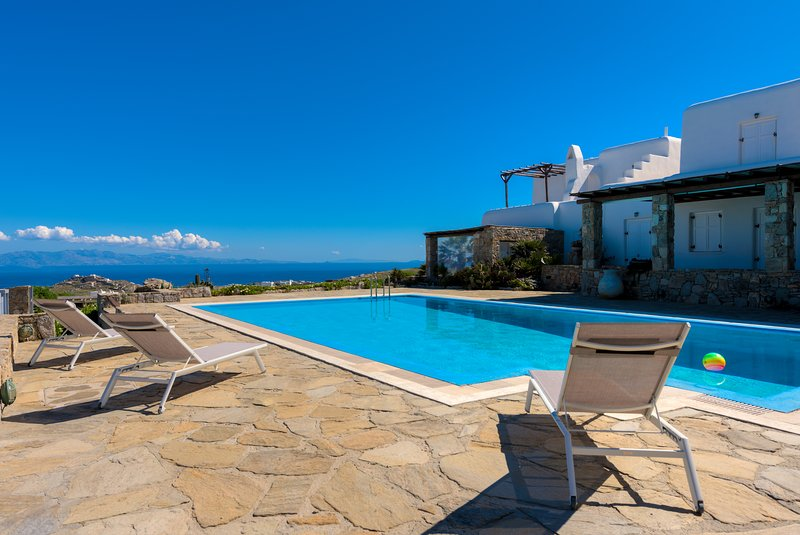 Carmelita Villa with Pool by Stylish Stays, holiday rental in Ornos